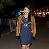 Pilar Rubio con un vestido de dos piezas en tonos azul marino y cazadora de cuero color camel