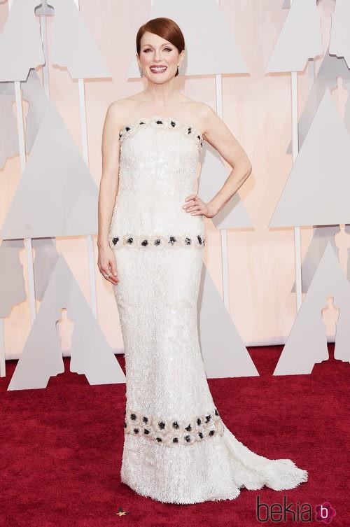 Julianne Moore posa en la alfombra roja con un vestido de Chanel