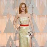 Nicole Kidman posa en la alfombra roja con un vestido dorado de Louis Vuitton