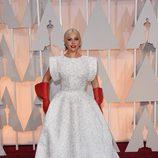 Lady Gaga sorprendió en la alfombra roja con un curioso diseño de Azzedine Alaïa