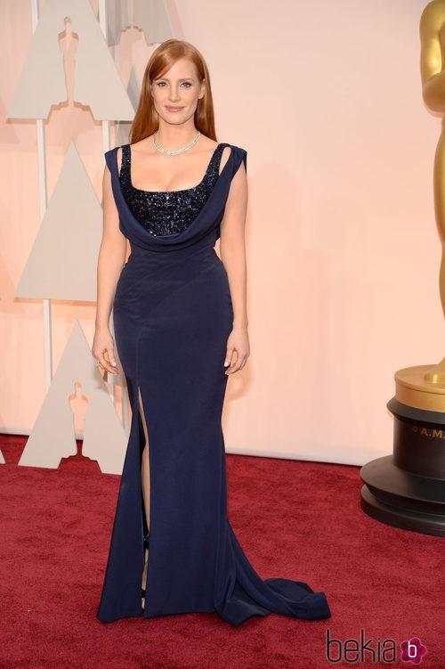 Jessica Chastain posa con un escotado vestido de Givenchy