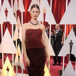 Behati Prinsloo en los Oscar 2015 con un vestido de Armani Privé