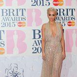 Rita Ora con un traje de transparencias de Zuhair Murad en los Brit Awards 2015