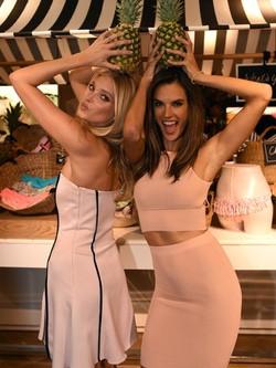 Alessandra Ambrosio y Elsa Hosk en la presentación de los nuevos bikinis Push Up de Victoria's Secret