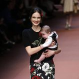 Falda y camisa con estampado floral de Dolce & Gabbana en Milán Fashion Week