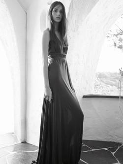 Julia Bergshoeff con un vestido largo de la colección primavera/verano 2015 de Adolfo Domínguez