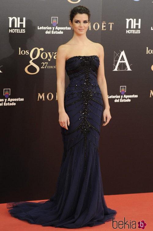 Clara Lago en la alfombra roja de los Premios Goya 2013 con un vestido de Zuhair Murad