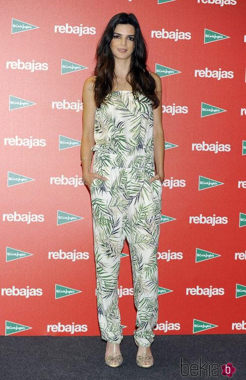 Clara Lago con un jumpsuit estampado en la presentación de las rebajas de verano 2014 de El Corte Inglés