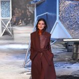 Abrigo marsala de H&M en Paris Fashion Show otoño/invierno 2015/2016