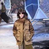 Chaqueta de caqui de H&M en Paris Fashion Show otoño/invierno 2015/2016