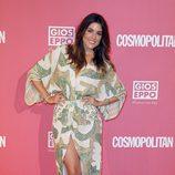 Adriana Ugarte con un vestido de apertura frontal e incrustaciones de color