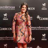 Adriana Ugarte con un vestido corto y estampado en los Premios Ondas 2014