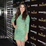 Adriana Ugarte con un vestido de incrustaciones en color verde
