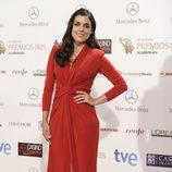 Adriana Ugarte con un vestido largo rojo en los Premios Iris 2014