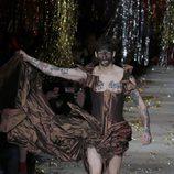 Vestido de corset y cola de la colección otoño/invierno 2015 de Vivienne Westwood