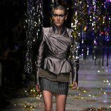 Chaqueta estampada y falda de rayas de la colección otoño/invierno 2015 de Vivienne Westwood