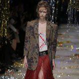 Falda de flecos y americana estampada de la colección otoño/invierno 2015 de Vivienne Westwood