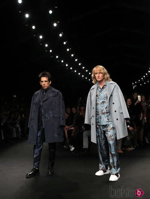 Ben Stiller y Owen Wilson desfilando con la colección otoño/invierno 2015 de Valentino en Paris Fashion Week