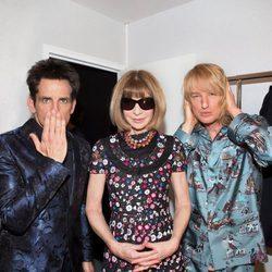 Ben Stiller y Owen Wilson con Anna Wintour en el desfile de Valentino en Paris Fashion Week