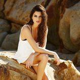 Clara Lago con unas sandalias planas marrones de la colección 2015 de Ipanema