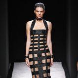 Kendall Jenner desfilando con la colección primavera/verano 2015 de Balmain en Paris Fashion Week