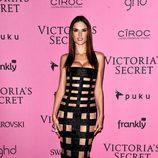 Alessandra Ambrosio con un vestido Balmain de la colección primavera/verano 2015