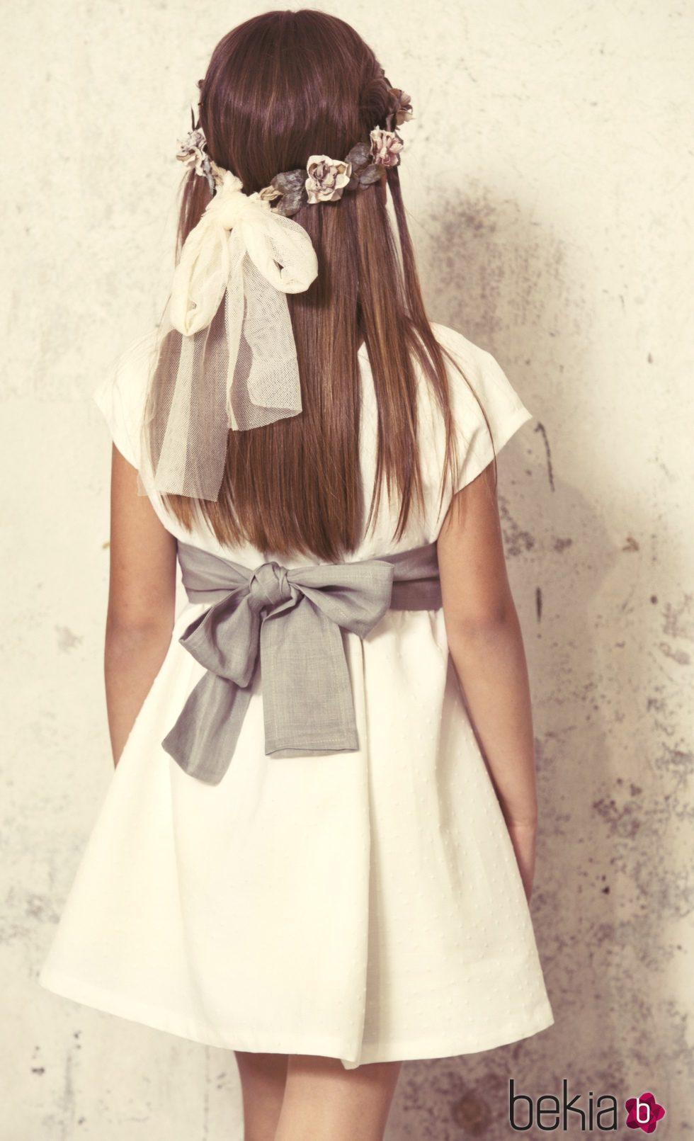 Vestido corto de comunión con lazada en la espalda de la colección 'Ceremonia' de Bonnet à Pompom
