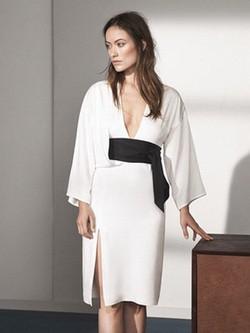 Olivia Wilde con un vestido kimono de la colección 'Conscious Exclusive' de H&M