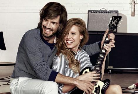 Manuela Vellés y Joaquín Pol posando felices para la campaña primavera 2015 de Cortefiel