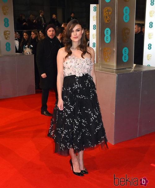 Keira Knightley con un vestido de Glambattista Valli