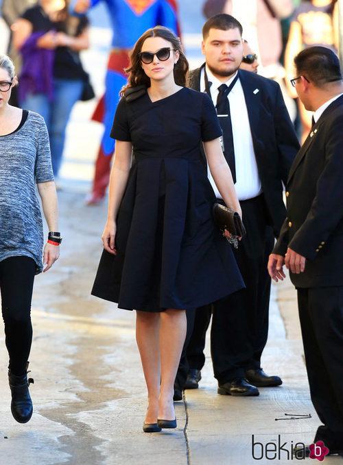 Keira Knightley paseando por Hollywood