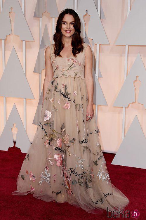 Keira Knightley con un vestido de Valentino en los Oscar 2015