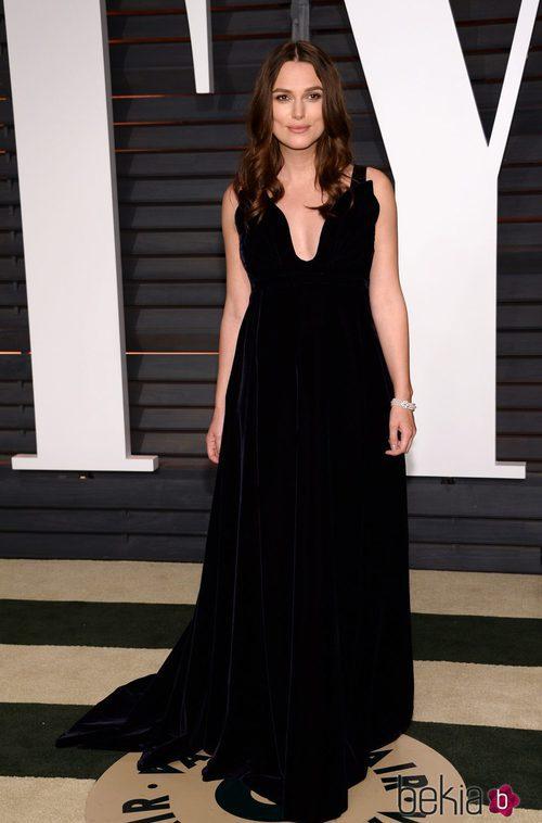 Keira Knightley con un vestido de Valentino en la fiesta Vanity Fair tras los Oscar 2015