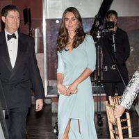 Kate Middleton con un vestido de Jenny Packham