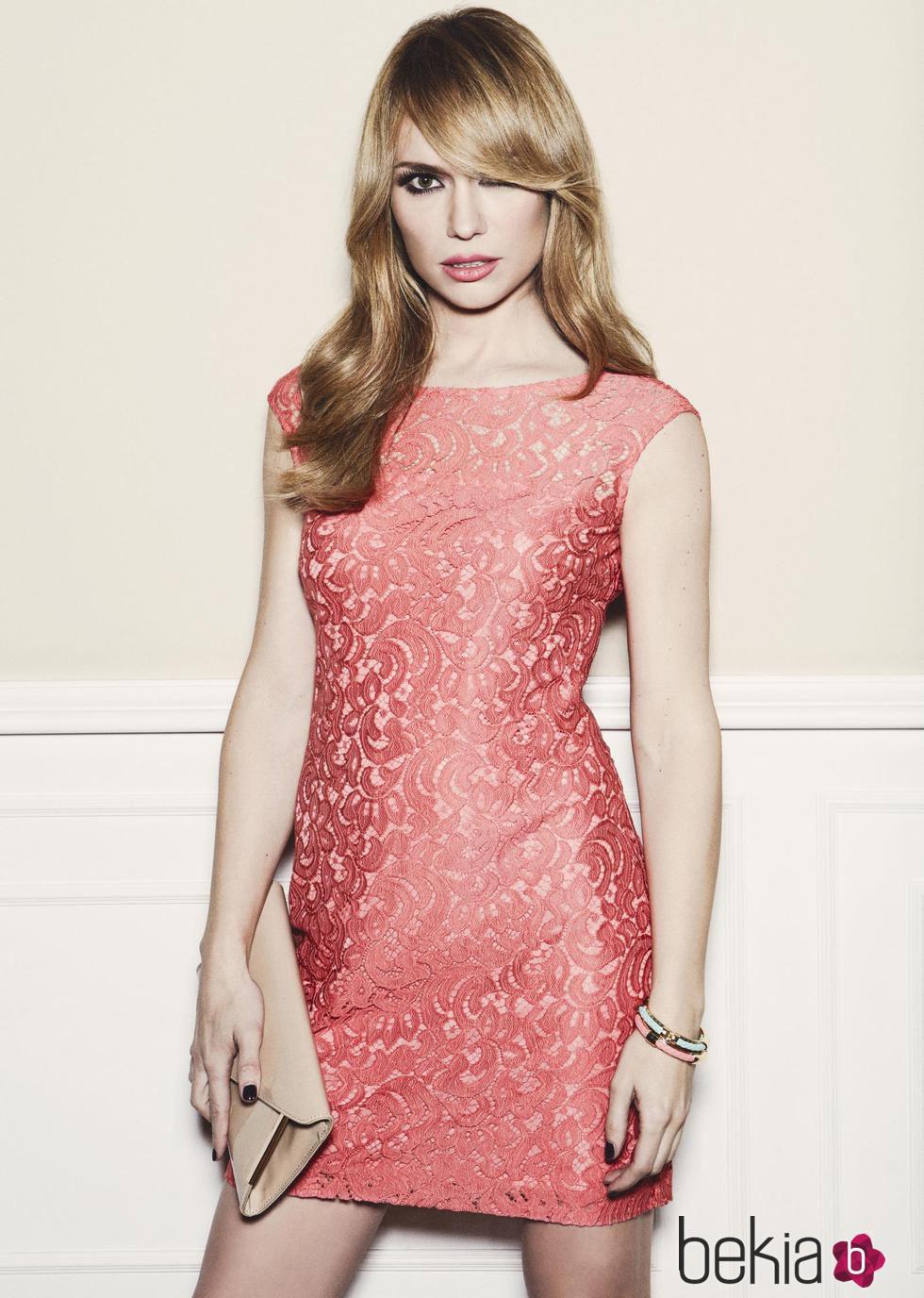 Patricia Conde con un vestido de encaje de la colección primavera ...