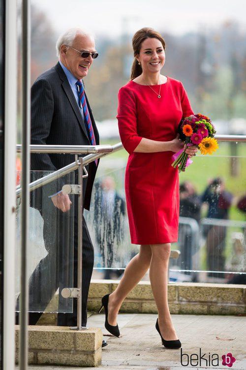 Kate Middleton con vestido rojo de Catherine Walker