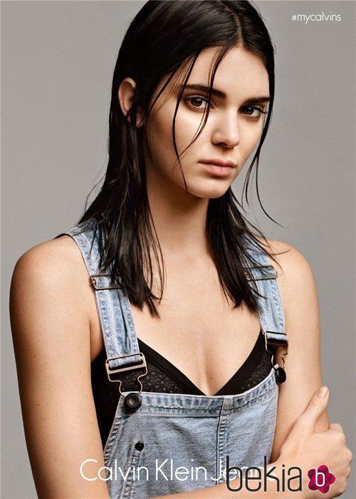 Kendall Jenner posando como imagen de la colección 2015 de Calvin Klein Jeans