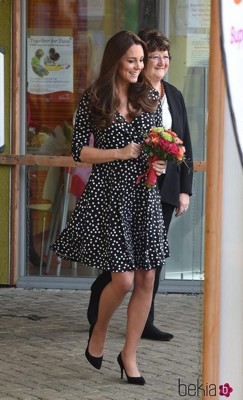 Kate Middleton con vestido de lunares de Asos Maternity