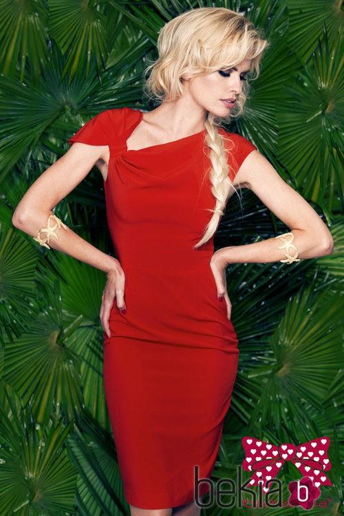 Adriana Abenia con un vestido rojo de la colección primavera/verano 2015 de Barbarella