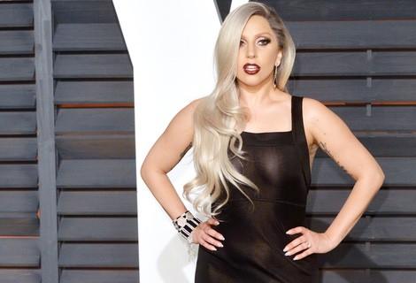 Lady Gaga con un vestido con transparencias en la fiesta Vanity Fair tras los Oscar 2015