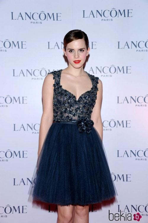 Emma Watson con un vestido de falda de tul en una fiesta de Lancôme