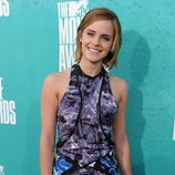 Emma Watson con un diseño en azul y morado en los MTV Movie Awards 2012
