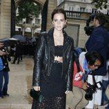 Emma Watson con una falda y un top de croché