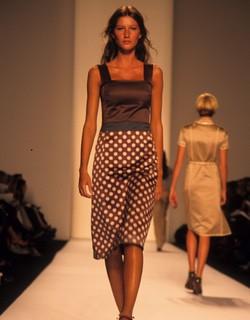 Gisele Bundchen desfilando para Marc Jacobs en 1994