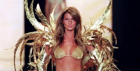 Gisele Bundchen desfilando en el Victoria's Secret Fashion Show 2000