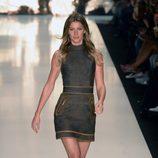 Gisele Bundchen desfilando para Colcci en la Semana de la Moda de Sao Paulo 2014