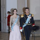 La princesa Mary de Dinamarca con un vestido rosa palo de Birgit Hallstein