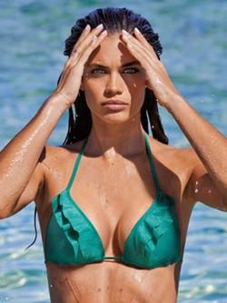 Sara Sampaio, imagen de la campaña 'Beachwear 2015' de Calzedonia
