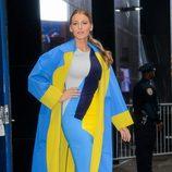 Blake Lively con un look color-block de Roksanda en la promoción de 'The Age of Adaline'