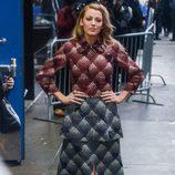 Blake Lively con un abrigo de Marc Jacobs en la promoción de 'The Age of Adaline'
